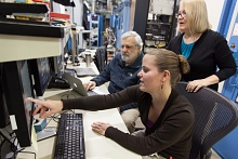 SSRL scientists look at data from X-ray microscope.