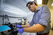 Stanford and SLAC postdoctoral researcher Sean Andrews with solution shearing instrument